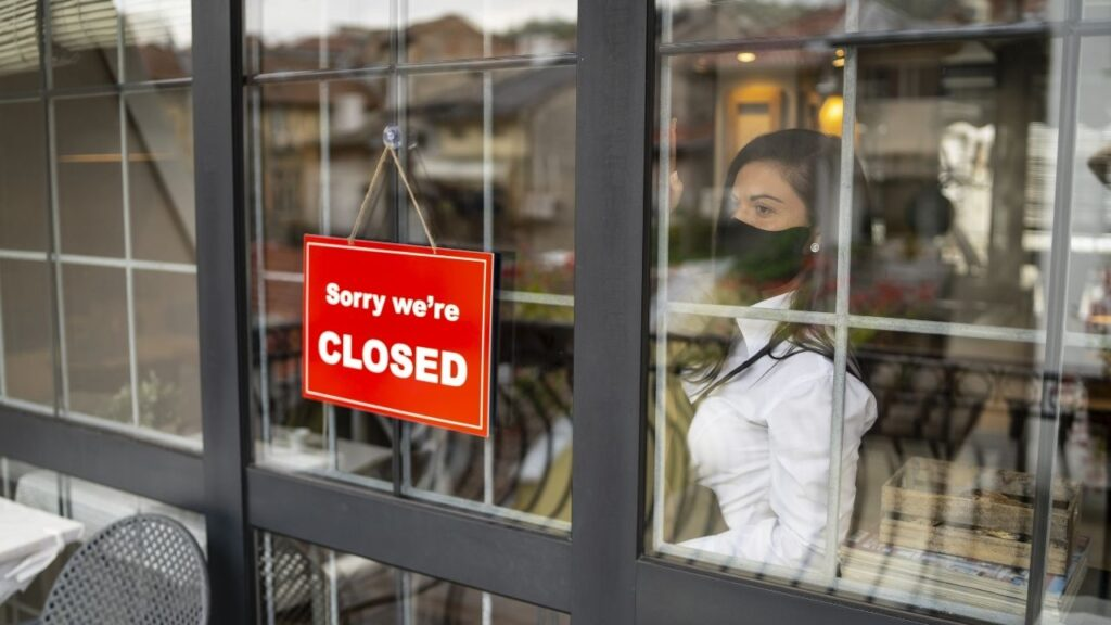Picture of business with closed sign.